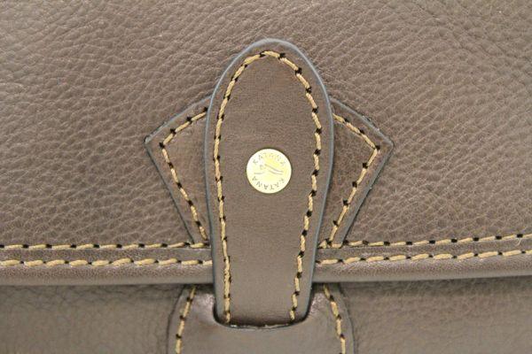 Besace Katana K 32587 Cuir de Vachette gras détail 1