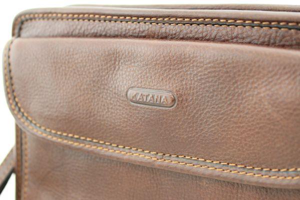 Pochette à glissière Katana K 36111 Cuir de Vachette gras détail